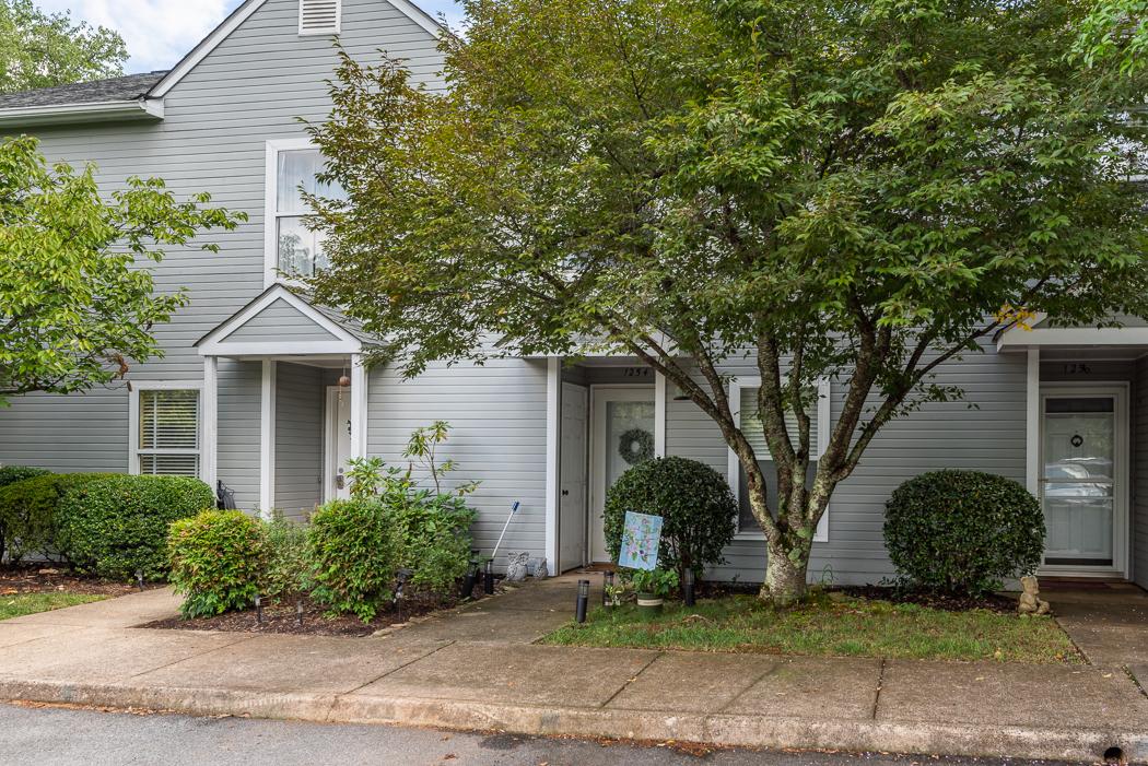1254 Maple View Dr, Charlottesville, VA 22902